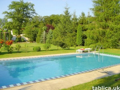 Sprzedam: Dom z basenem, ogrodem, zakładem, sklepem, barem