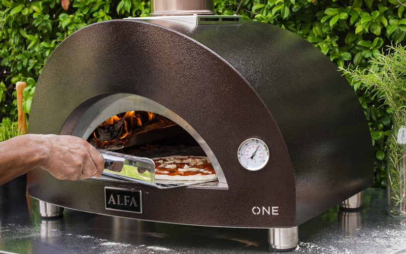 Biesiadowanie z piecem do pizzy (piecem chlebowym). 91