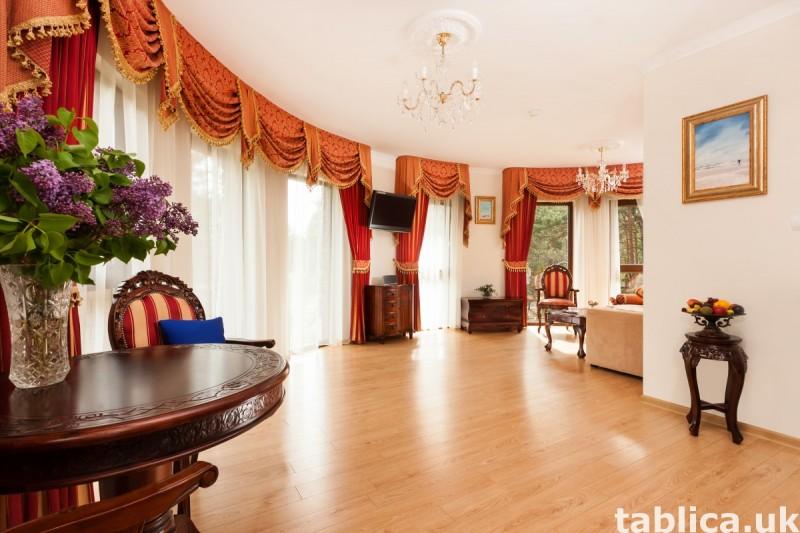 Luksusowa posiadłość z apartamentami, krytym basenem. 1