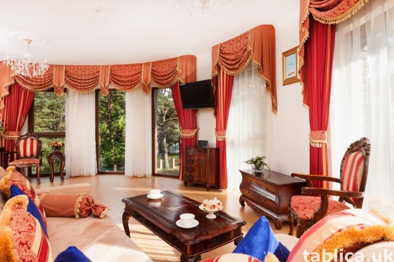 Luksusowa posiadłość z apartamentami, krytym basenem. 4